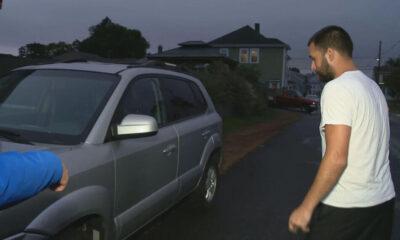 Çıplak GTA Online oynayan adam arabasını çalmaya çalışan hırsız ile dövüştü